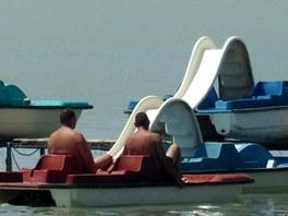 Odpočinout na největším středoevropském jezeře si můžete i na šlapadle.