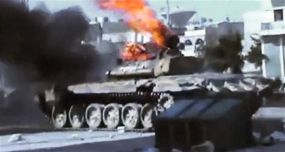 Tank syrsk� arm�dy ho�� po st�etu s povstalci ve m�st� Aleppo (23. �ervence
