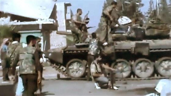 Protivl�dn� jednotka v nejv�t��m syrsk�m m�st� Aleppo (23. �ervence 2012).