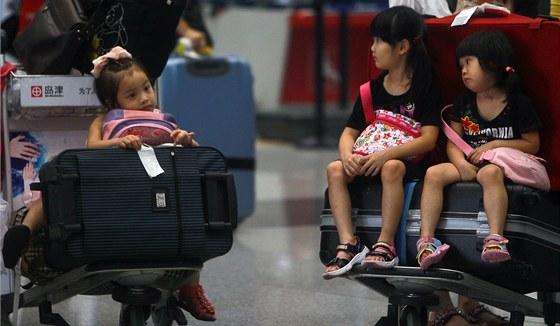 Na leti�ti v ��nsk�m Pekingu uv�zlo kv�li prudk�m sobotn�m de���m v�ce ne� 80...