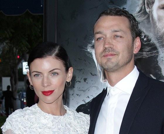 Režisér Rupert Sanders s manželkou Liberty Rossovou