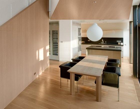 Pohled do jídelní a kuchyňské části