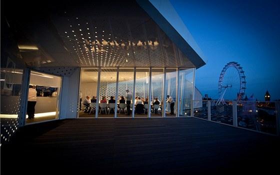 Z Cube je vidět další velká londýnská atrakce, London Eye (někdy také