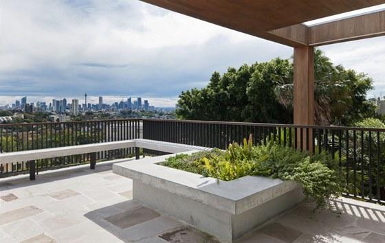 """Ze z�padn� terasy v nejvy���m poschod� je kr�sn� v�hled na """"downtown"""""""