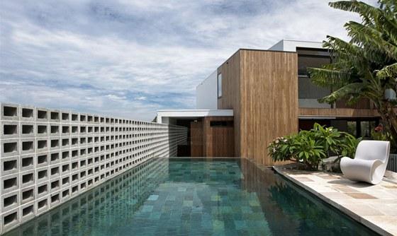 K�men, d�evo, beton a p��rodu se v reziden�n�m projektu Flipped House poda�ilo