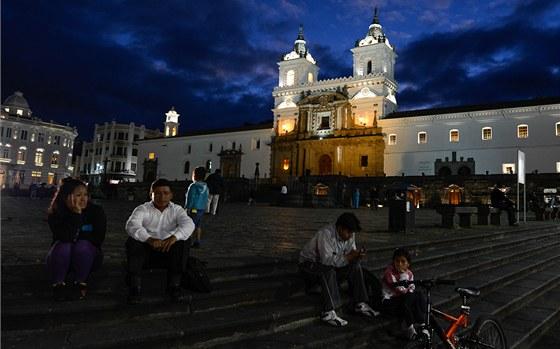Náměstí Plaza San Francisco v Quito – správná noční atmosféra vhodná pro focení