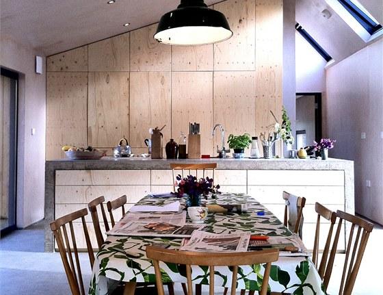 Ob�vac� pokoj s j�delnou a kuchyn� je srdcem domu.