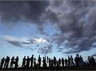 Tisíce lidí podnikly v ned�li b�hem západu slunce pou� k parku v denverském...