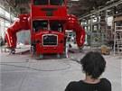 V�tvarn�k David �ern� sed� p�ed sv�m posledn�m d�lem - lond�nsk�m autobusem