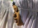Muslimové se b�hem svátku obléknou co nejsváte�n�ji. Thajské muslimky se modlí...