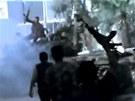 Protivl�dn� bojovn�ci slav� �sp�ch po st�etu se Syrskou arm�dou ve m�st� Aleppo