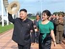 Severokorejský vůdce Kim Čong-un  se svojí manželkou Ri Sol-ču při otevření