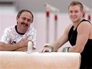 S ÚSMĚVEM. Gymnasta Martin Končený  v olympijské hale s trenérem Oldřichem