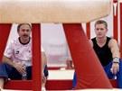 V POHODĚ. Gymnasta Martin Končený  v olympijské hale s trenérem Oldřichem