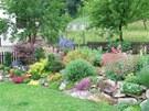 Na zahradě paní Stanislavy stále něco kvete, od jara až do podzimu. Teprve pak...
