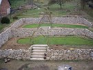 Zahrada spolykala nejen spoustu kamenů, ale i 600 vrbových prutů.