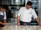Daniel Clifford  (vpravo) při přípravě menu.