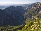 Pohled na velkolepý kaňon Verdon v jižní Francii, který je největší svého druhu