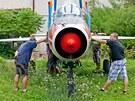 Z Výzkumného a zkušebního leteckého ústavu v Letňanech vyráží na cestu do...