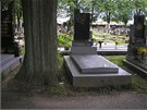 Koupit m�ete i pr�zdnou hrobku ve v�born�m stavu v Chot�bo�i u Havl��kova