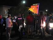 Policie na místě střelby v Denveru (20. července 2012)