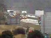 Místo nehody nákladního vozu s kafilerním tukem na dálnici D1 u Velké Bíteše