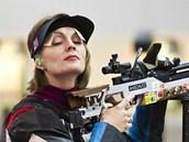 Kate�ina Emmons se soust�edí p�ed jednou ze st�el v kvalifikaci na 10 metr� ze