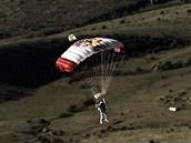 Skafandr na padáku aneb závěrečná fáze letu