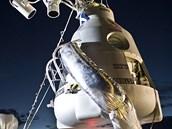 """""""Gondola"""" používaná k výstupu. Balón, pod který bude zavěšená, se napouští v"""