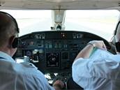 Calibra four-zero, cleared to take-off. Vzlet povolen.