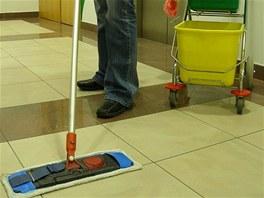 Úklidové práce nechte profesionálům a místo smýčení užívejte života