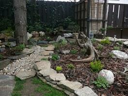 Kameny patří k hlavní charakteristice okrasné zahrádky.