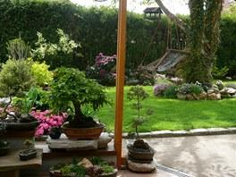 Houpačka ze zahradního lehátka