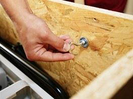 Instalační oko se využije při zvedání schodů do stavebního otvoru.
