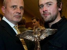 Anděl 2008 - Michal Horáček (vlevo) a Michal Pekárek s cenou za Ohrožený druh