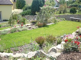 Letos už se zahrada zazelenala a začala dělat Milinkovým samou radost.