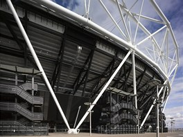 V porovnání s předchozími stadiony si stavba vyžádala jen zlomek oceli.