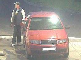 Ostravští policisté hledají také dalšího muže, který ujel od benzínky bez