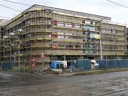Aktuální pohled na dokončovanou olomouckou kancelářskou budovu Namiro. (26.