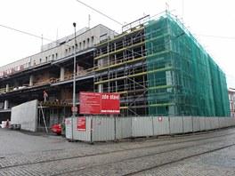 Aktuální pohled na přestavovaný bývalý obchodní dům Prior, budoucí Galerii