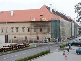 Aktuální pohled na opravovaná olomoucká Staroměstská kasárna. (26. července