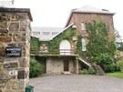 Klášter klarisek ve městě Malonne, kam poputuje předčasně propuštěná exmanželka