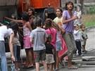 Obyvatel� dom� z ulice P�edn�dra�� v Ostrav�-P��vozu maj� vodu jen d�ky