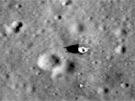 Pátrání po vlajkách na snímcích sondy LRO připomíná hledání jehly v kupce...