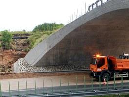 Bouřka podemlela část dálnice D11 na 76. kilometru