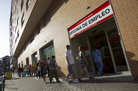 Krize ve �pan�lsku, l�to 2012 - nezam�stnan� se jdou v jedn� z madridsk�ch