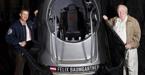 Spojuje je stejná touha. Felix Baumgartner a John Kittinger.
