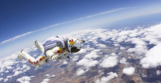 Letos v březnu si seskok vyzkoušel Baumgartner nanečisto. Skočil z výšky 22