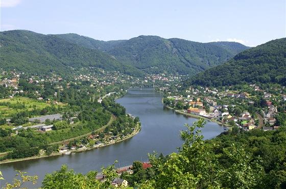 Labe mezi Vaňovem a Brnou. Pohled z Humboldtovy vyhlídky