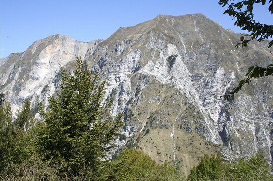 Monte Ciampon. 1709 metrů vysoký soused vrcholu Monte Cuarnan